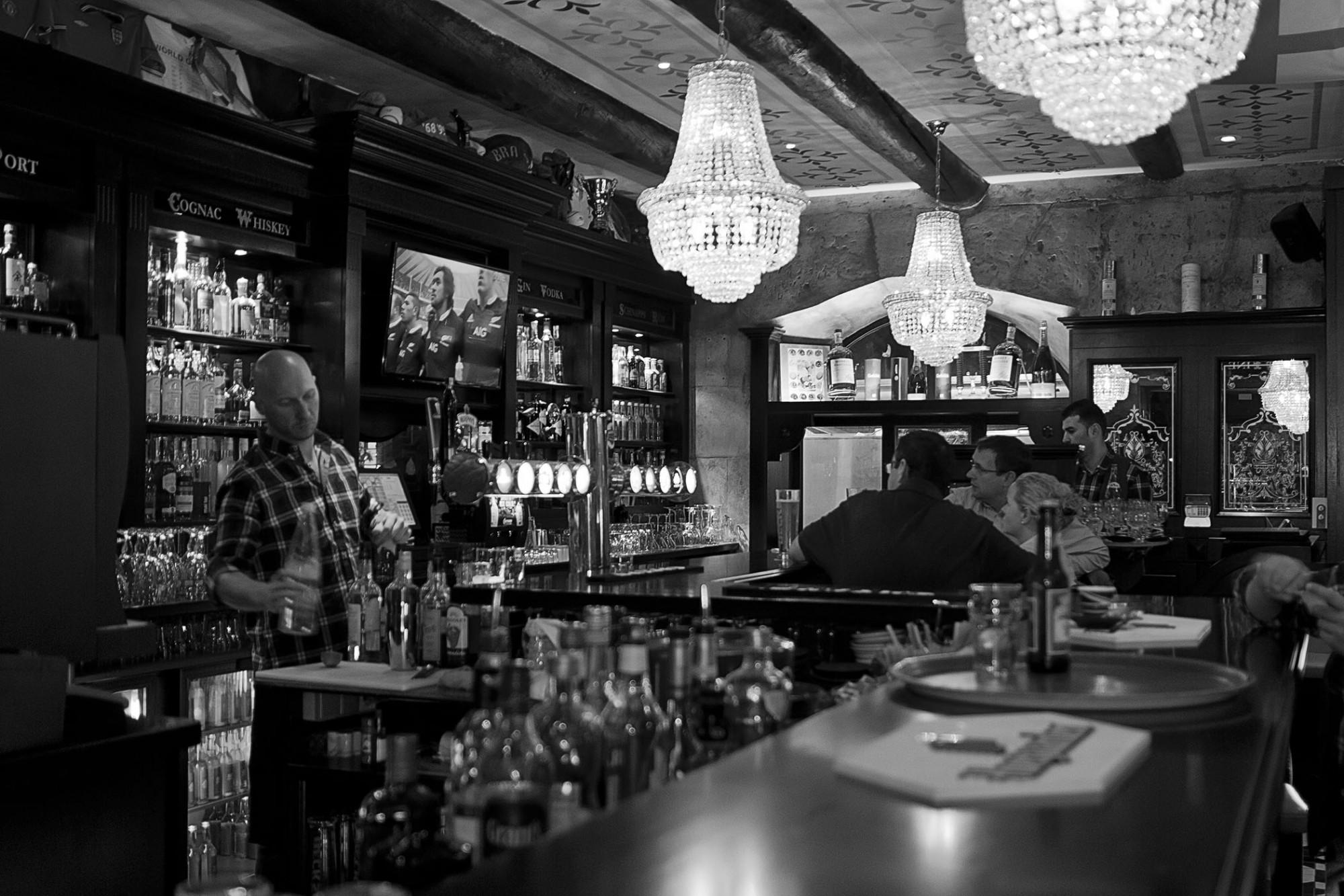 The queen victoria restaurant pub sur le vieux de port - Restaurant libanais vieux port marseille ...